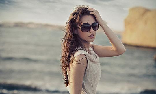 Modell-Bild-Sonnenbrille