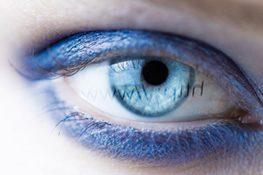 BlueControl ist eine neuartige Beschichtung, die einen Teil des blauen Lichtes, welches von digitalen Bildschirmen ausgestrahlt wird, reflektiert, sodass weniger blaues Licht ins Auge gelangt. Somit wird einer Überanstrengung und Ermüdung der Augen vorgebeugt. Die Vorteile  Entspannteres Sehen    Schärfere Kontraste    Minderung der Blendwirkung    Natürliche Farbwahrnehmung  [youtube_sc url=fR9kcmjRGIA width=500]   Jeden Tag setzen wir… Mehr lesen…