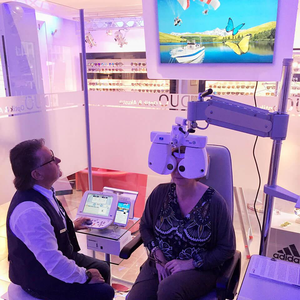 Als erster Optiker im Umkreis ermitteln wir ab sofort eure Sehwerte mit innovativer 3D Messtechnik (3D Refraktion). Dieses neue Messsystem ermöglicht eine optimierte Bestimmung eurer Brillenwerte und führt zum perfekten Sehgleichgewicht zwischen beiden Augen. Noch nie zuvor war die Augenprüfung so vielfältig und lebensnah. Besucht uns oder vereinbaren einen Termin, um an… Mehr lesen…