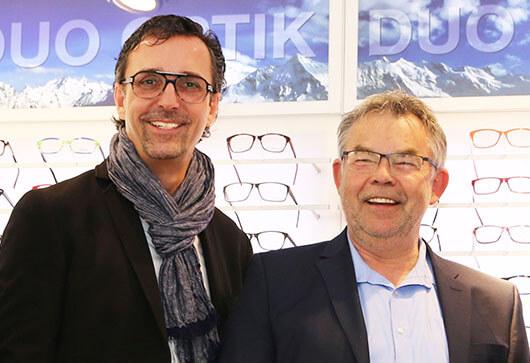 """DUO meets …  MANNI BREUCKMANN. Die Stimme des WDR 2 Hörfunks. Die Stimme des Düsseldorfer Rosenmontagzugs. Die Stimme der FIFA Computerspiele. Jeder kennt die markante Stimme des sympathischen Moderator und Buchautor. Und viele von uns kennen ihn noch zu Zeiten, wo er sagte: """"Manni gegen den Rest der Welt."""".  Manni entschied sich… Mehr lesen…"""